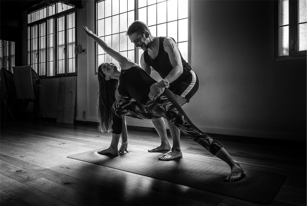 Le posizioni yoga in piedi Arte Yoga Mestre